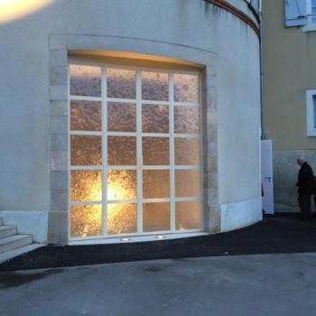 Double porte avec vitraux