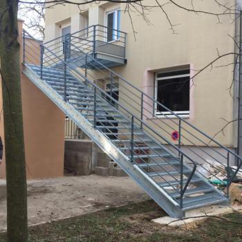 Escalier Galvanisé + Garde-corps laqués